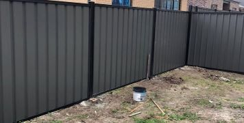 50m Colorbond Fence in Craigieburn, Bluescope Steel Materials with Woodland Grey Sheets Black Frame & Trimline Profile
