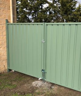 100m Colorbond Fence 2m high includes a Timber Sleeper underneath 200x45mm, 2 single Gates 0.9m Wide & 1 Double Gate 4m Wide, Bluescope Steel materials, Wilderness Color, Trimline Profile